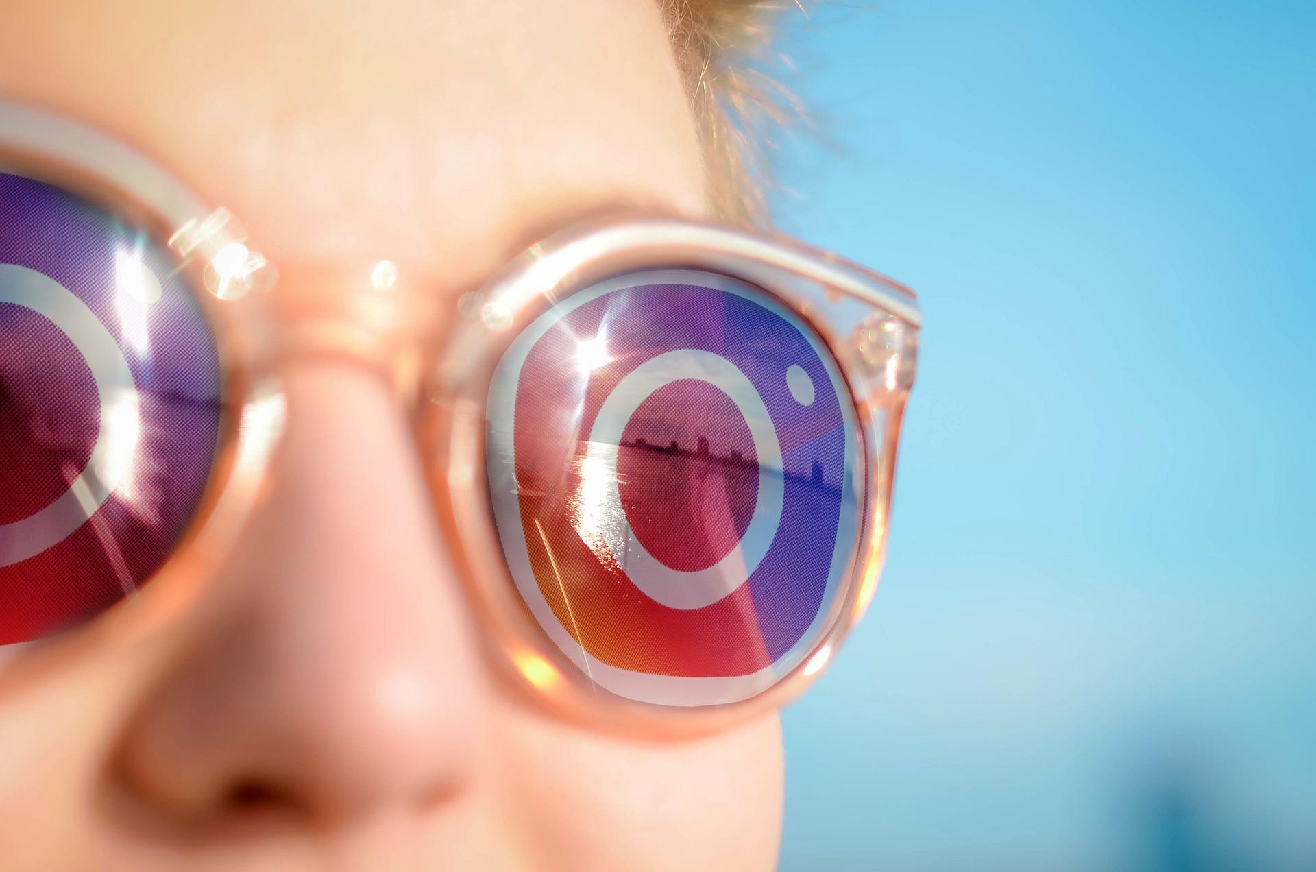 sunglasses-5559356_1920.jpg
